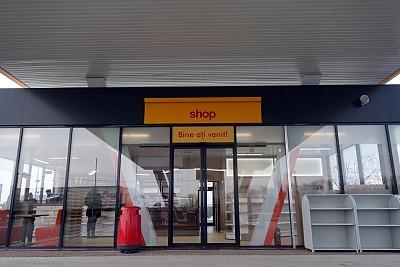 Magazin benzinarie. Shop.